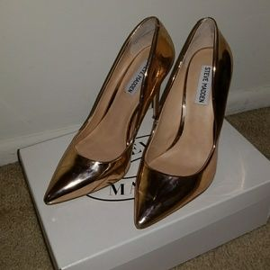 Rose gold Steve Madden pumps